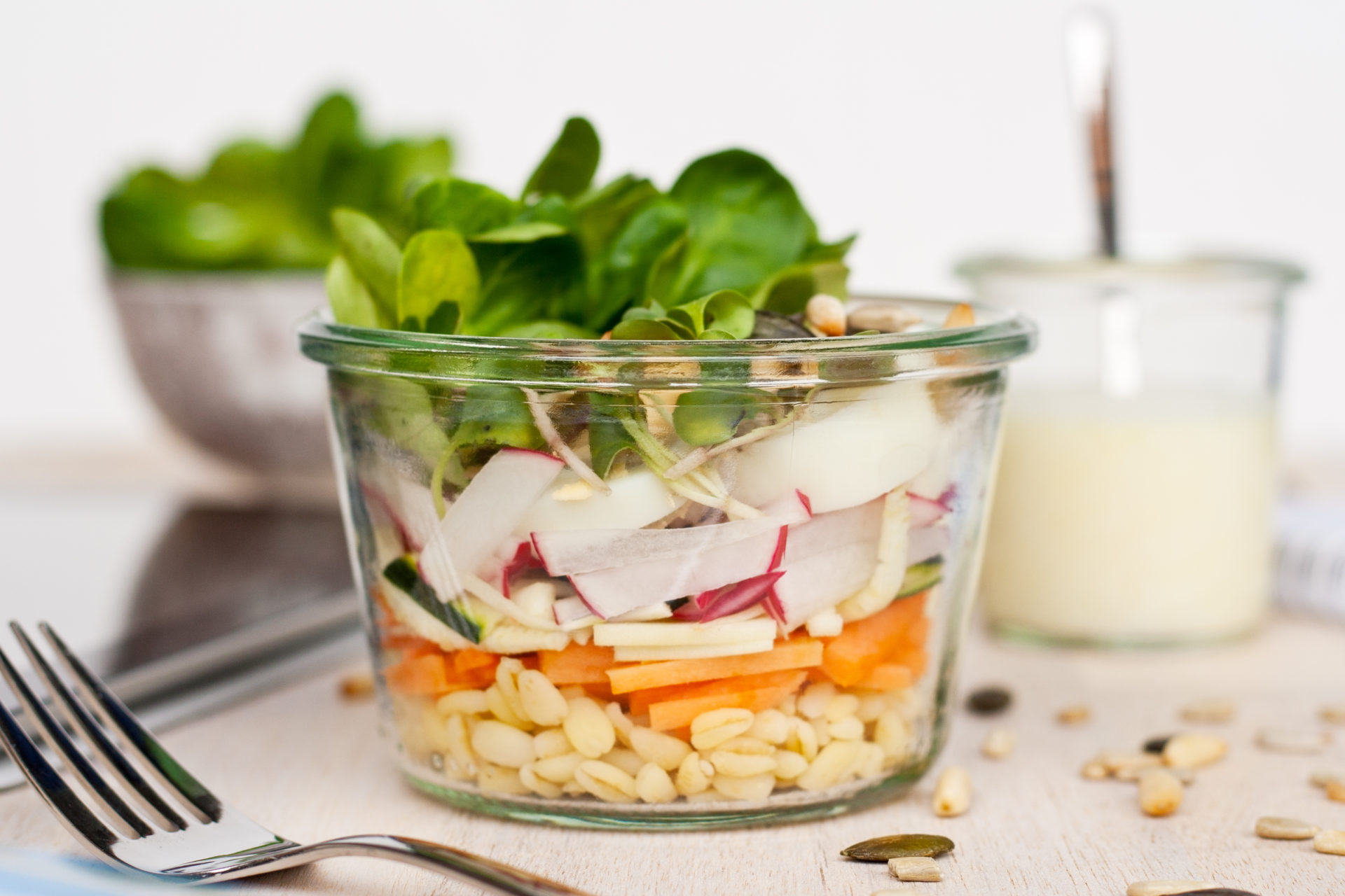 Fit und gesund: Lunch im Glas, heute Rohkostsalat // Raw Salad in a jar - take away salad by http://babyrockmyday.com/rohkostsalat/