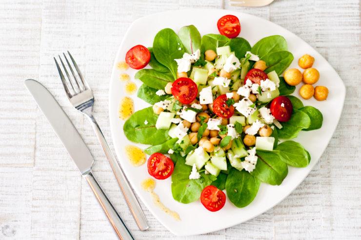 Griechischer Salat // Greek Salad by http://babyrockmyday.com/griechischer-salat/