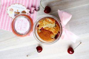 Kirschkuchen im Glas // Cherry cake in a jar by http://babyrockmyday.com/kirschkuchen-im-glas/