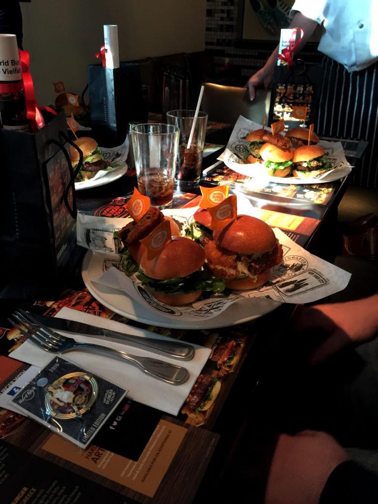 Bloggerevent: Tasting der World Burger Tour im Hard Rock Cafe // http://babyrockmyday.com/world-burger-tour/