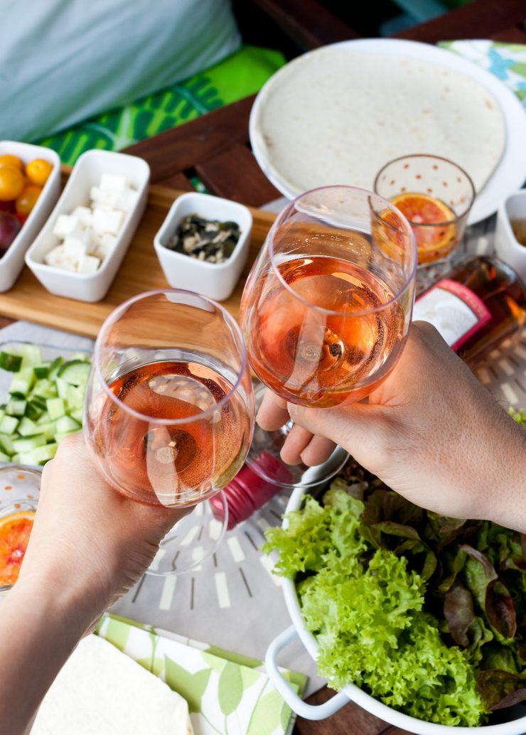 Feiern auf dem Balkon mit sommerlichen Wraps und Gallo // Summer Wraps an Summer wine by http://babyrockmyday.com/wraps-und-gallo/