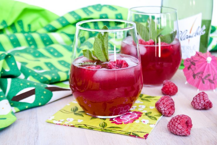 Den Sommer genießen mit Himbeer Secco // Raspberry Secco Drink by http://babyrockmyday.com/himbeer-secco/
