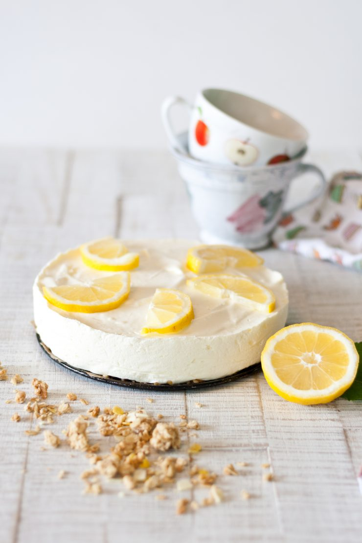 No-Bake Zitronenkuchen mit Müsliboden // No-Bake Lemon Cake with Granola by http://babyrockmyday.com/no-bake-zitronenkuchen/