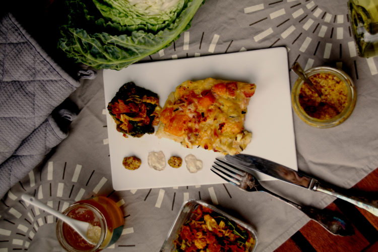 Rheinhessischer Kürbis-Zwiebel-Kuchen mit lauwarmem Wirsingsalat // Pumpkin-Onion-Cake with Curry Savoy Salad by http://babyrockmyday.com/kuerbis-zwiebel-kuchen-mit-wirsingsalat/