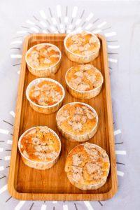 Herbstzeit ist Apfel-Streusel-Muffins Zeit // Apple Crumble Muffins by http://babyrockmyday.com/apfel-streusel-muffins/