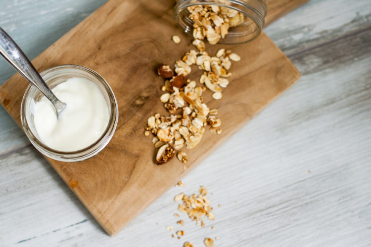 Quinoa-Müsli // Quinoa Granola by http://babyrockmyday.com/quinoa-muesli/
