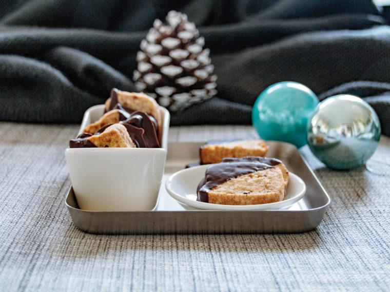 Tipps für Weihnachten: Grümmelplätzchen // Candy Cookies for Christmas by http://babyrockmyday.com/gruemmelplaetzchen/