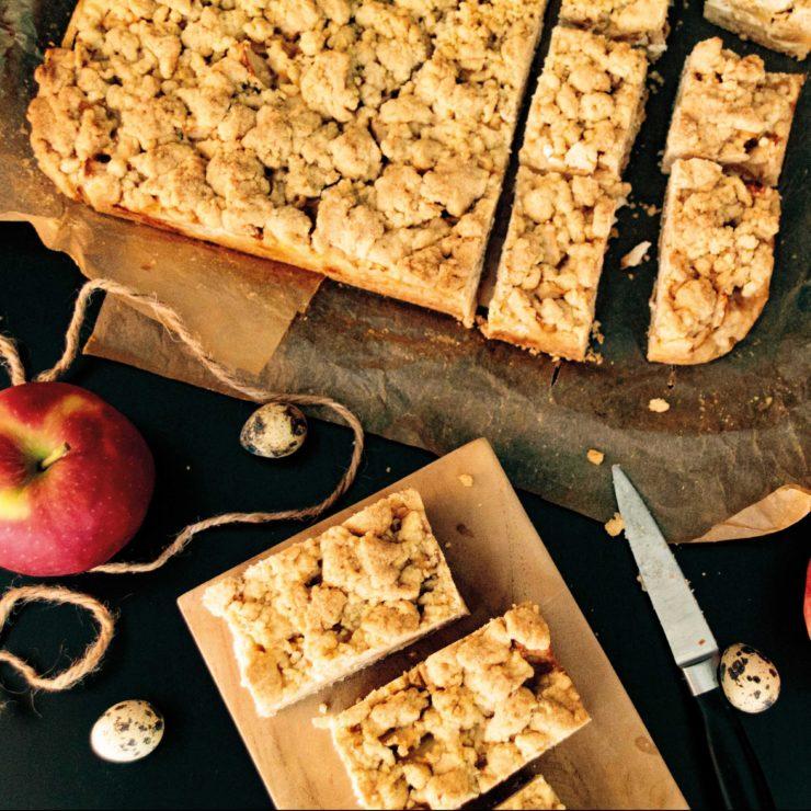 Apfel-Schmand-Kuchen // Apple Sour creme cake by http://babyrockmyday.com/apfel-schmand-kuchen-vom-blech/