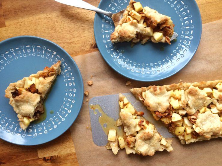 Apfeltarte alla Caros Küche // Apple Tarte by http://babyrockmyday.com/apfeltarte-alla-caros-kueche/