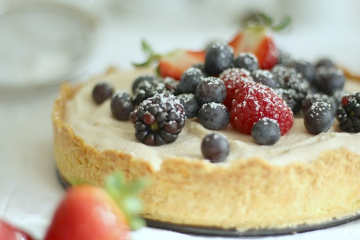 Beerentarte mit Schoko-Kokos-Mousse // Chocolate Berry Tarte by http://babyrockmyday.com/beerentarte-mit-schoko-kokos-mousse/