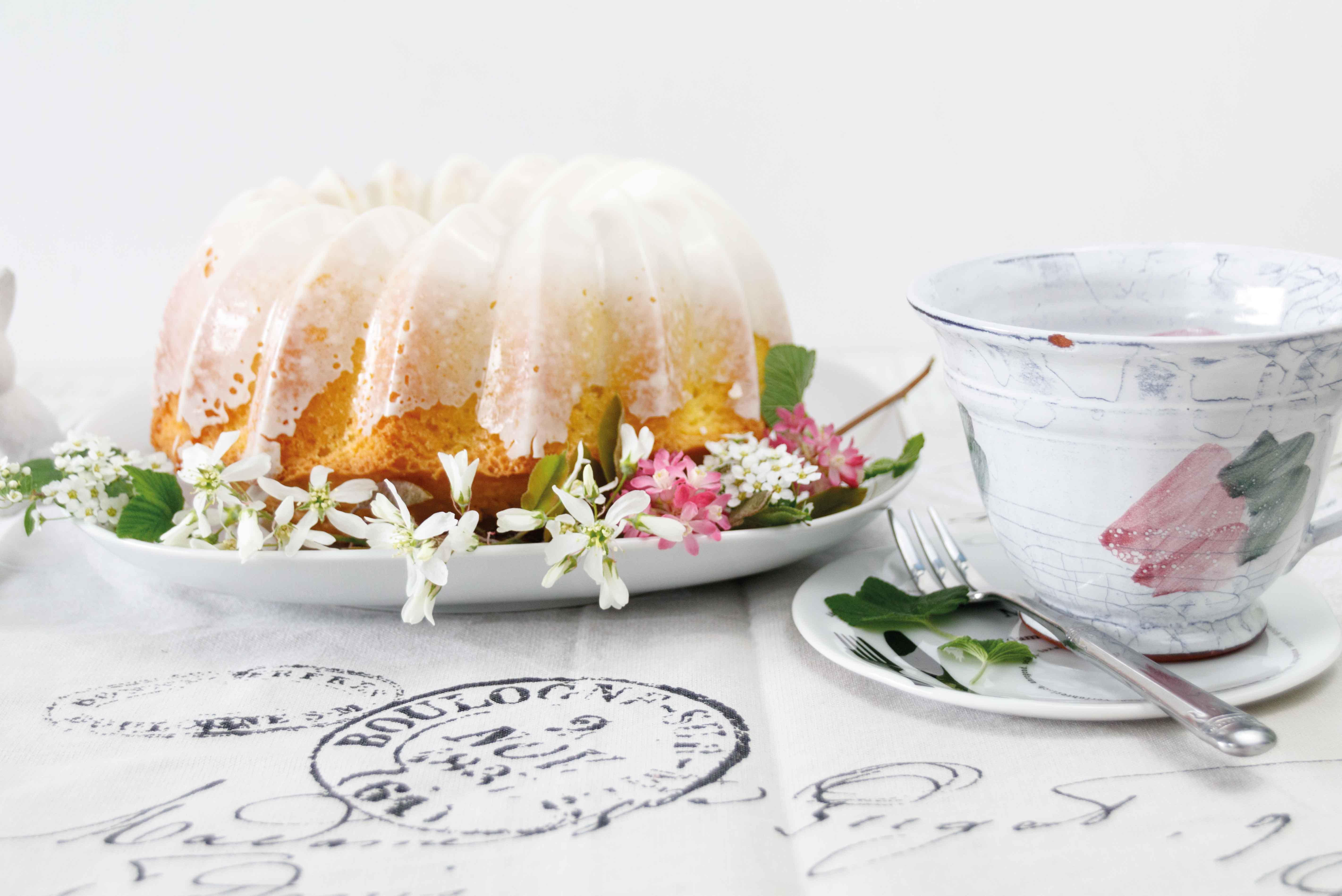 Tipps für Ostern: Eierlikör Sandkuchen // Ideas for Easter: Eggnog Cake by http://babyrockmyday.com/eierlikoer-sandkuchen/