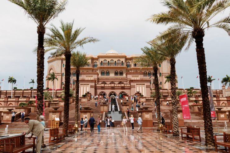 Kurztrip nach Abu Dhabi - was man sehen sollte: Emirates Palace, Corniche, Breakwater und Marina Mall // Travel to Abu Dhabi Sightseeing by http://babyrockmyday.com/abu-dhabi-was-man-sehen-sollte/