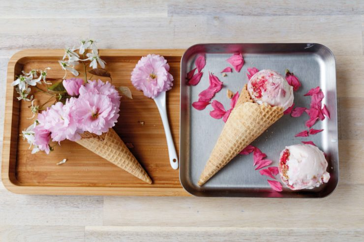 Himbeer-Cheesecake-Eis // Raspberry Cheesecake Icecream by http://babyrockmyday.com/himbeer-cheesecake-eis/