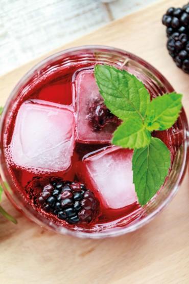 Berry Cooler mit Brombeeren // Berry Cooler with Blackberries by https://babyrockmyday.com/berry-cooler/