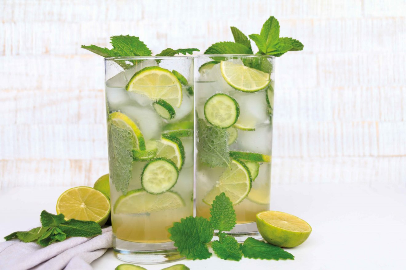 Longdrink Klassiker in der Sommerversion: Gin Tonic wird zum Green Tonic // Refreshing Longdrink Green Tonic with Lime and Cucumber by http://babyrockmyday.com/green-tonic/