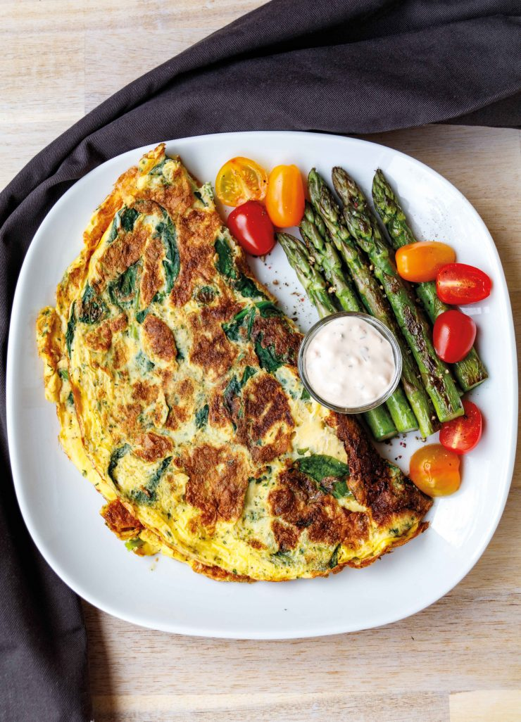 Spinat Omelett mit grünem Spargel // Spinach omelette with green asparagus by http://babyrockmyday.com/spinat-omelett-mit-gruenem-spargel/