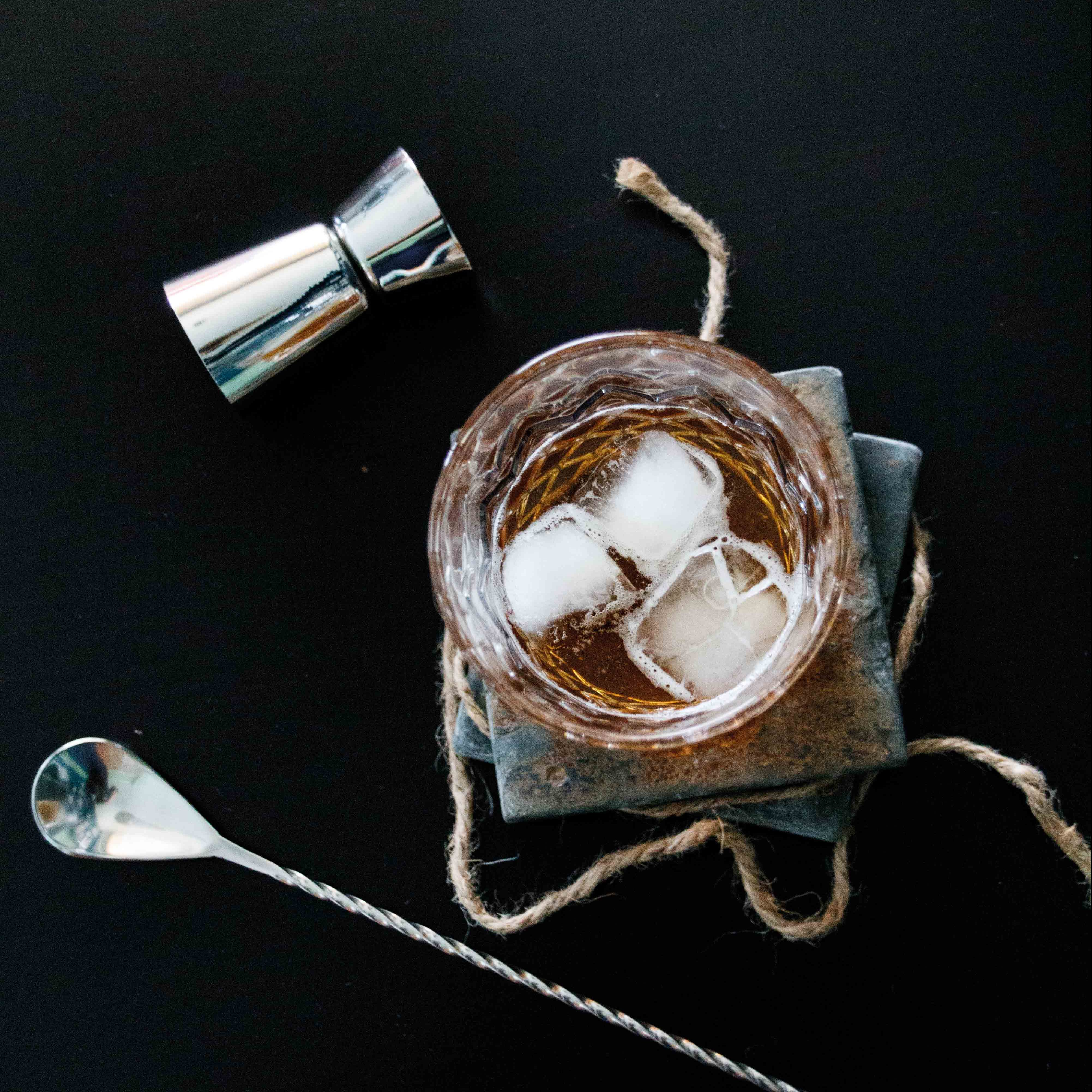 Drinks outside the box – Whiskey New Fashioned mit Jack Daniel´s Single Barrel by http://babyrockmyday.com/whiskey-new-fashioned/