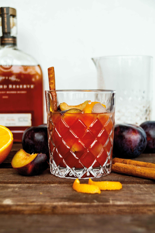 Herbstlicher Whiskey Smash mit Pflaumen und Woodford Reserve // Whiskey Plum Smash by http://babyrockmyday.com/whiskey-smash-mit-pflaumen/