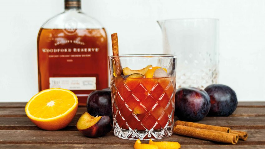 Herbstlicher Whiskey Smash mit Pflaumen und Woodford Reserve // Whiskey Plum Smash by http://babyrockmyday.com/whiskey-smash-mit-pflaumen/