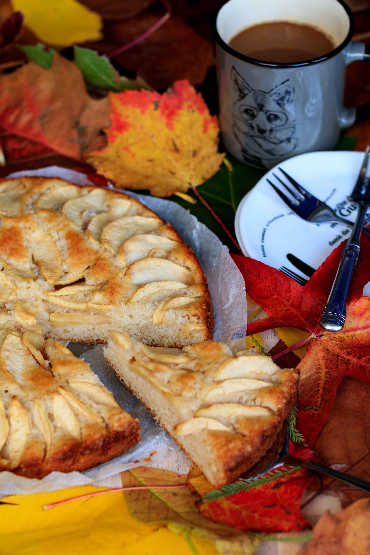 Apfelkuchen mit Cognac und Kardamom für den Herbstnachmittag // Apple-Pie with Cognac and Kardamom by http://babyrockmyday.com/apfelkuchen-mit-cognac-und-kardamom/