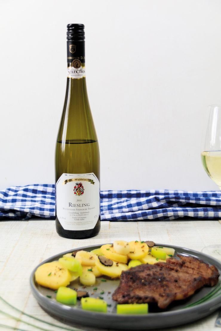 Rheinhessen-Roulette: Lauch-Kartoffelsalat mit Trüffeln und Rumpsteak by http://babyrockmyday.com/auch-kartoffelsalat-mit-trueffeln/