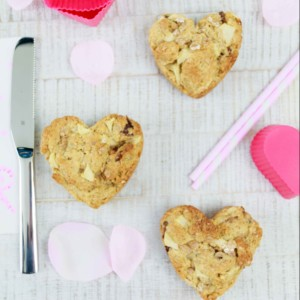 Scones zum Valentinstag mit Apfel und Haferflocken -laktosefrei // Lactose free Scones for valentines Day with Apple and oats by http://babyrockmyday.com/valentinstag-scones/