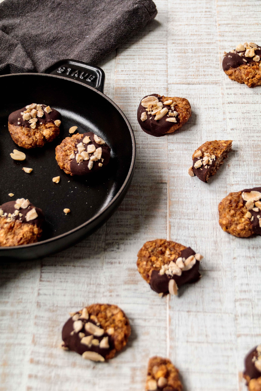 Erdnuss Cookies ohne Zucker // No sugar Peanut Cookies by  http://babyrockmyday.com/erdnuss-cookies/