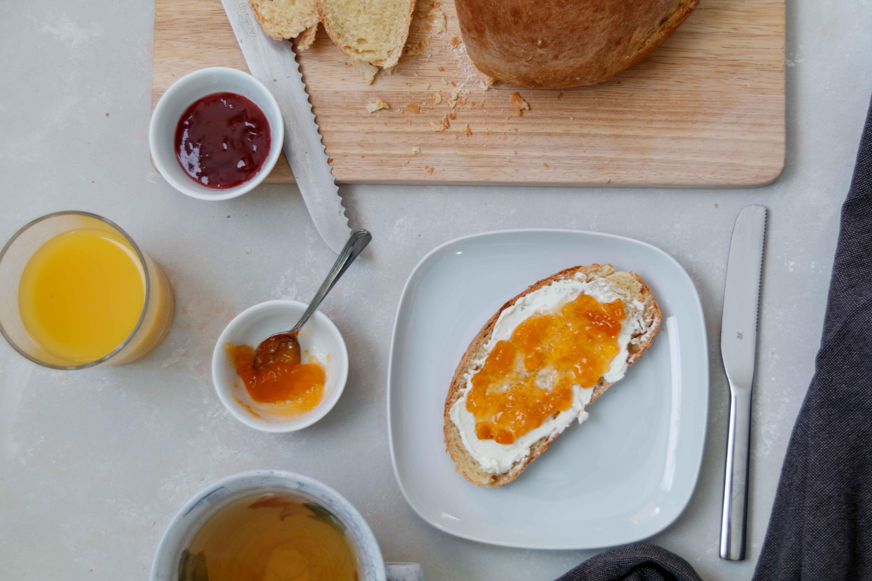 Frühstücksbrot frisch aus dem Ofen // Sweet Bread by http://babyrockmyday.com/fruehstuecksbrot/