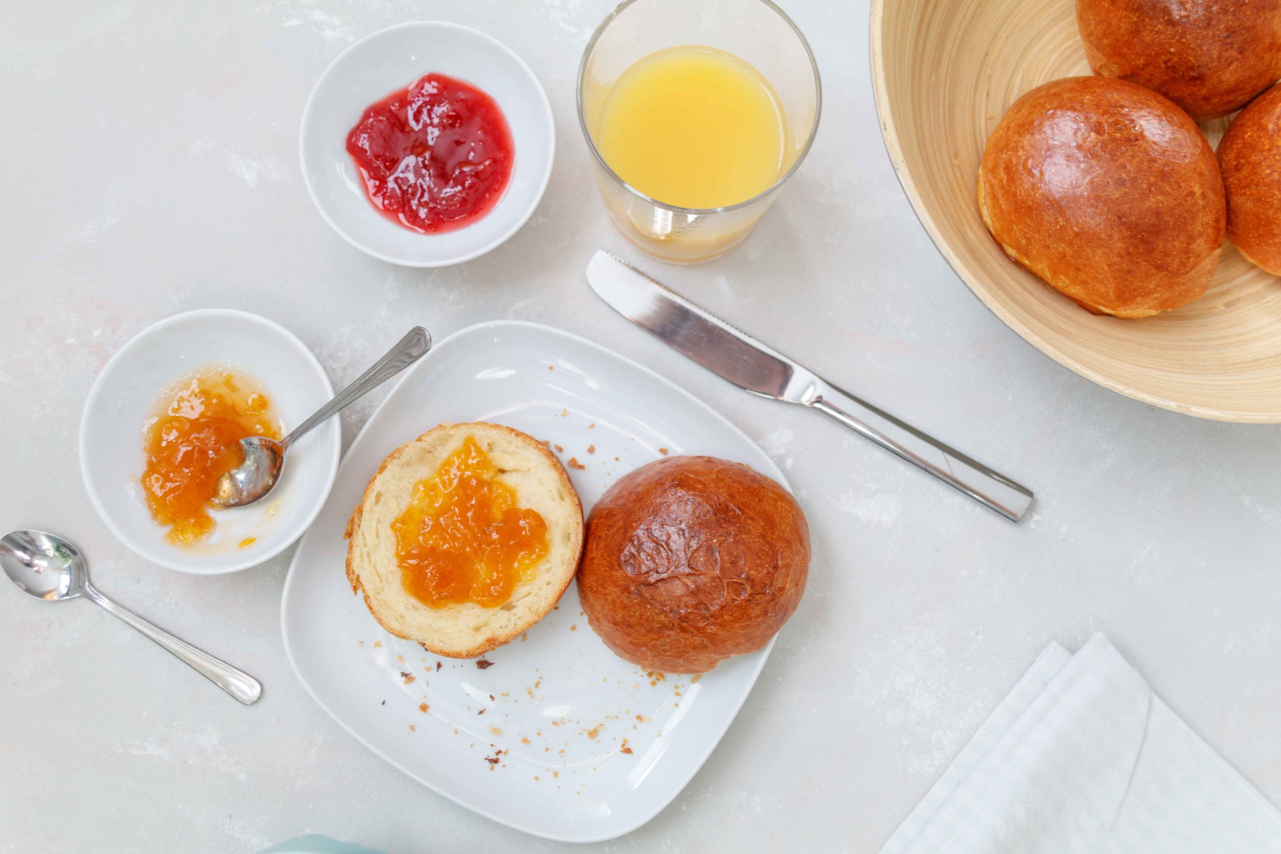 Luftige Milchbrötchen für das Wochenendfrühstück // Fluffy Buns for your breakfast by http://babyrockmyday.com/luftige-milchbroetchen/