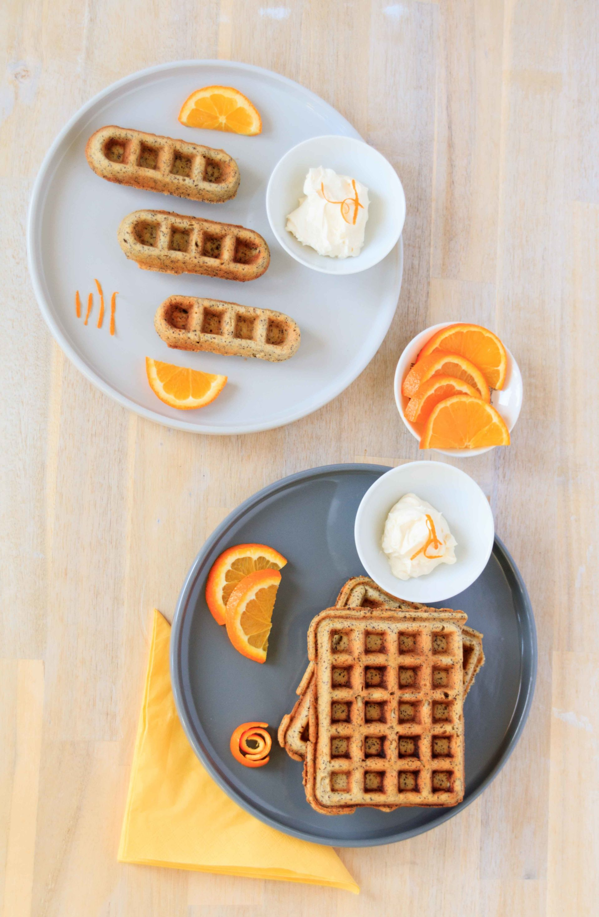 Orangen Waffeln mit Mohn und Ingwerschmand // Orange Waffles with poppyseed and sour creme with ginger by http://babyrockmyday.com/orangen-waffeln-mit-mohn/