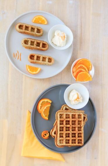 Orangen Waffeln mit Mohn und Ingwerschmand // Orange Waffles with poppyseed and sour creme with ginger by http://babyrockmyday.com/orangen-waffeln-mit-mohn/