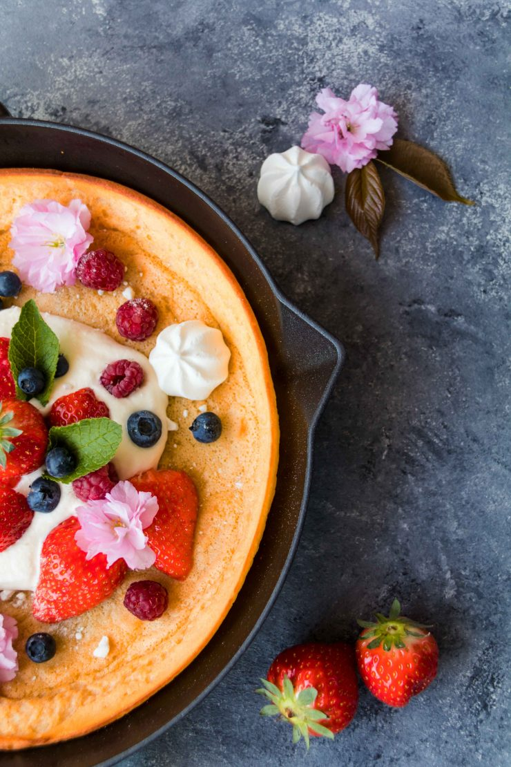 Dutch Baby oder Eierkuchen aus dem Ofen / Dutch Baby with Berries by http://babyrockmyday.com/dutch-baby/