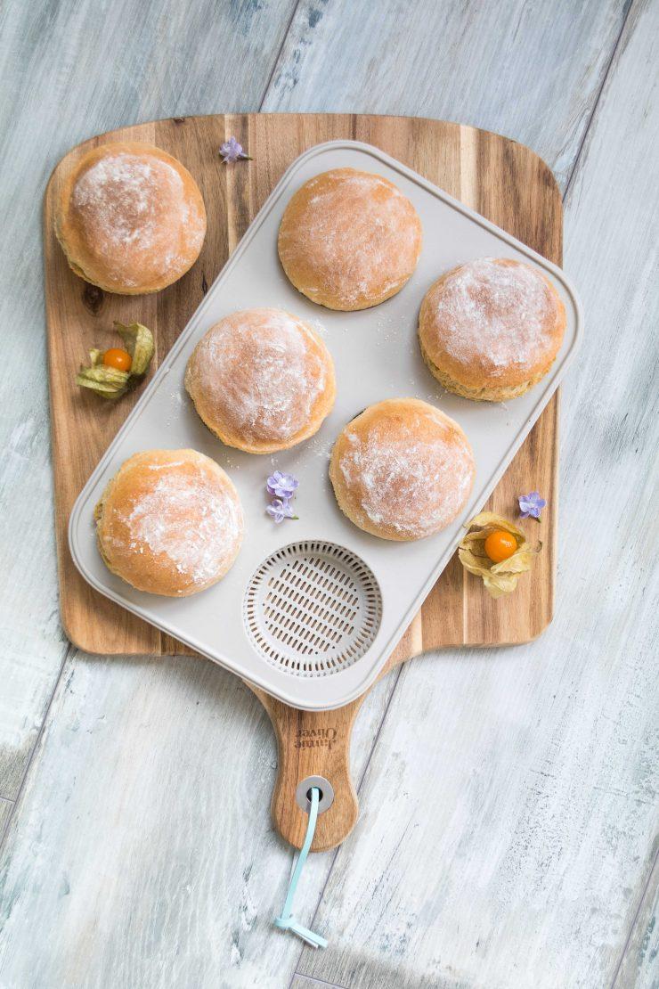 Blitzbrötchen für euren Frühstückstisch // Quick and easy breakfast buns by http://babyrockmyday.com/blitzbroetchen/ [Dieser Beitrag enthält Werbung] #Blitzbrötchen #Frühstück #Breakfast