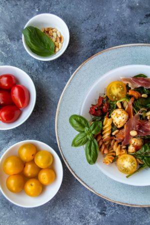 Italienischer Nudelsalat mit Prosciutto // Italian Pasta Salad by http://babyrockmyday.com/italienischer-nudelsalat/ #Nudelsalat #Pastasalad [kann Werbung enthalten]