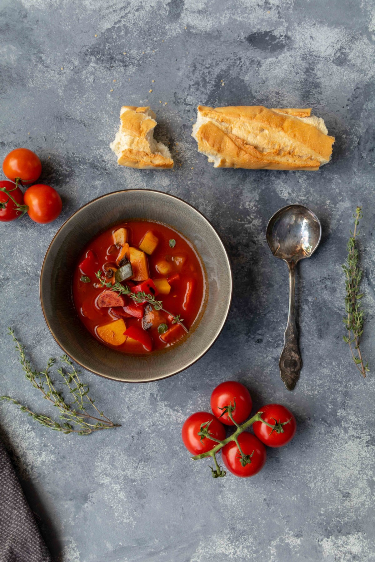 Schnelle Tomatensuppe mit Gemüse und Cabanossi // Tomato Soup with vegetables and Cabanossi by https://babyrockmyday.com/schnelle-tomatensuppe-mit-gemuese/ #werbung #Tomatensuppe #tomatosoup