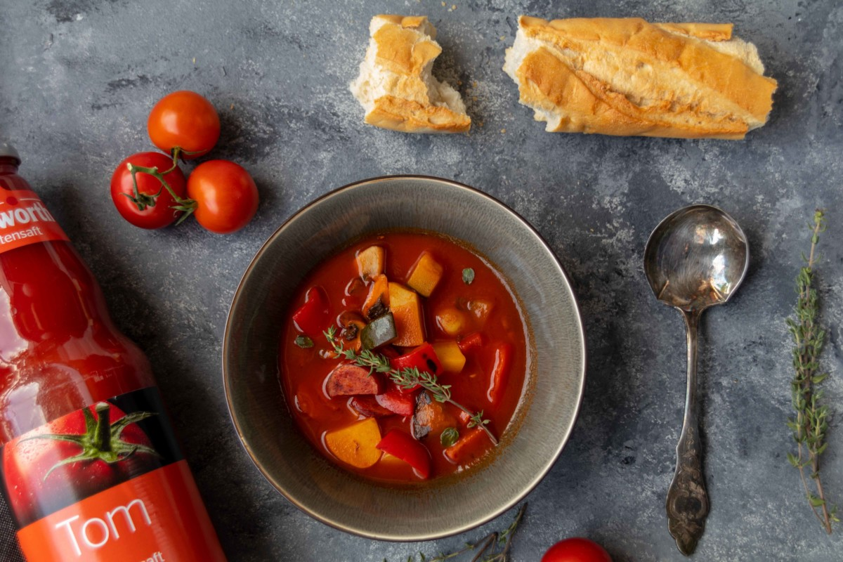 Schnelle Tomatensuppe mit Gemüse und Cabanossi // Tomato Soup with vegetables and Cabanossi by http://babyrockmyday.com/schnelle-tomatensuppe-mit-gemuese/ #werbung #Tomatensuppe #tomatosoup