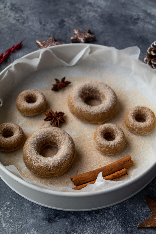 Tipps für Weihnachten: Dattel Donuts // Christmas Date Donuts by http://babyrockmyday.com/dattel-donuts/ #Donuts #Tippsfürweihnachten #Datteln