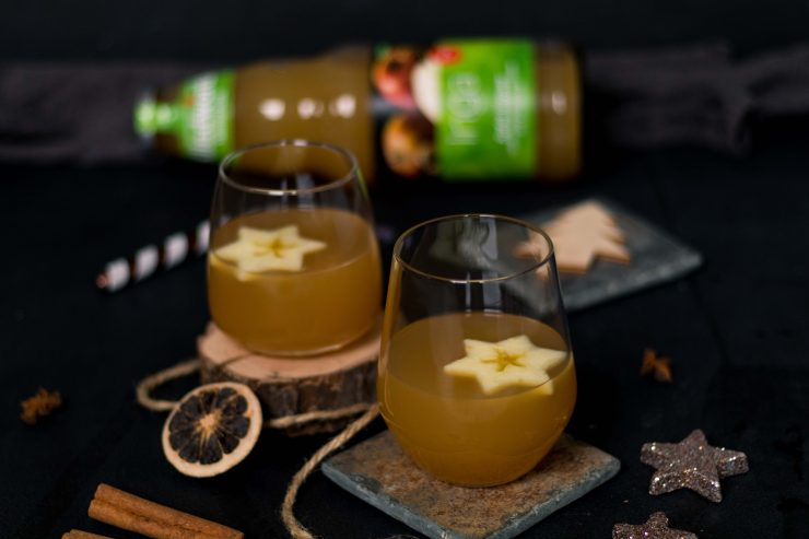 Apfel Ingwer Punsch mit Whiskey // Apple Ginger Punch with Whiskey by http://babyrockmyday.com/apfel-ingwer-punsch-mit-whiskey/ #werbung #apfelpunsch #applepunch