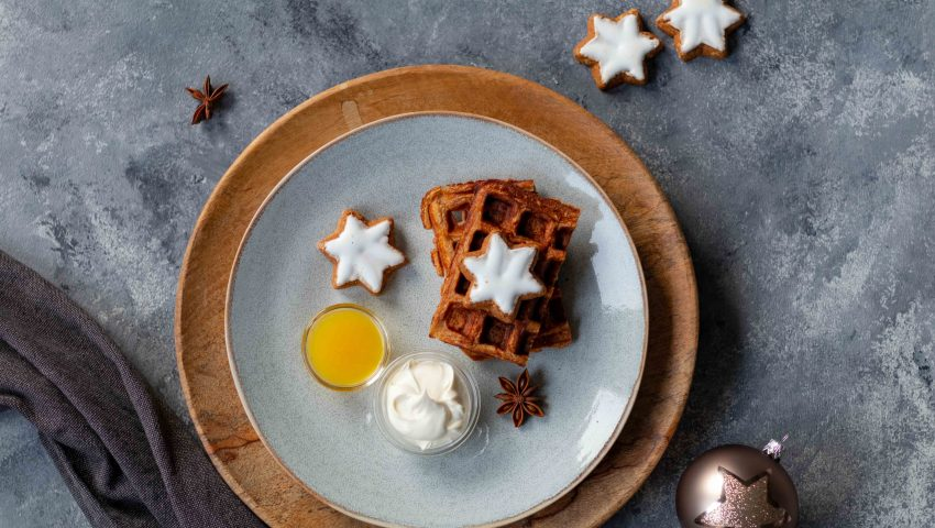 Tipps für Weihnachten: Weihnachtswaffeln mit Orangensauce // Christmas waffles with Orange sauce by http://babyrockmyday.com/weihnachtswaffeln/