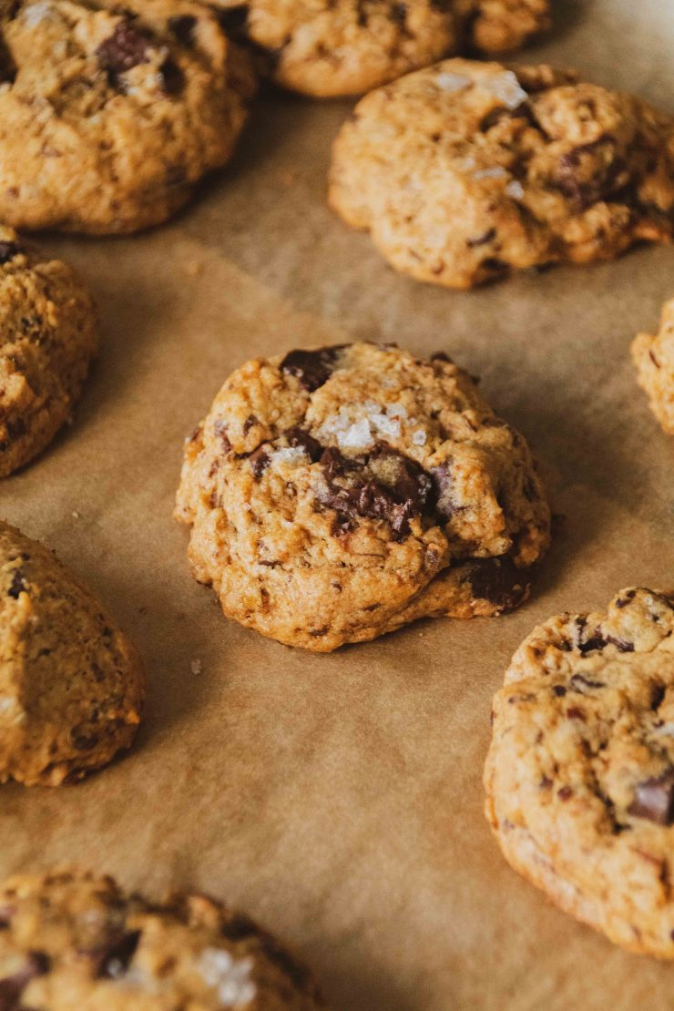 Vegane Chocolate Chip Cookies // Vegan Chocolate Chip Cookies by http://babyrockmyday.com/vegane-chocolate-chip-cookies/ #vegan #chocolatechipcookies #cookies