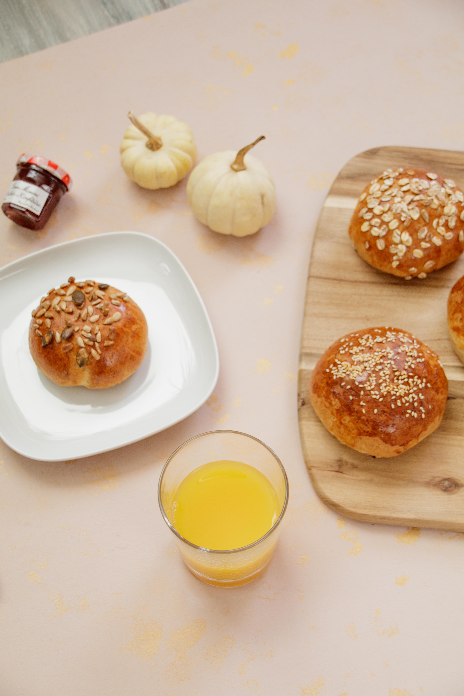 Vollkorn-Blitzbrötchen // Whole Grain breakfast buns by https://babyrockmyday.com/vollkorn-blitzbrotchen/