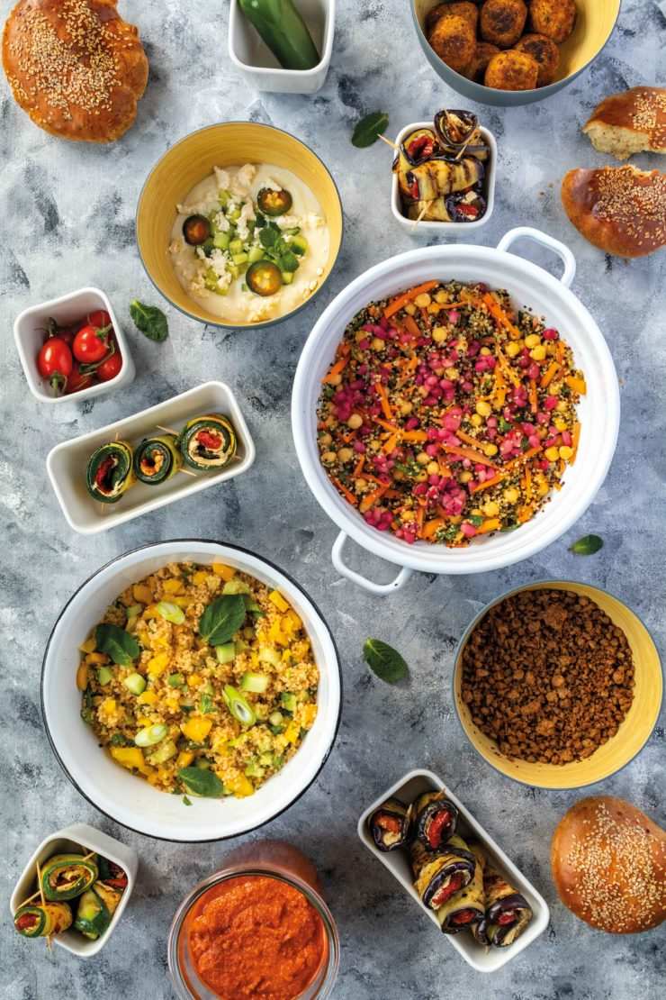 Orientalische Mezze mit gefüllten Auberginen und einem Quinoa Taboulé // Oriental Mezze with Eggplants and quinao Taboulé by http://babyrockmyday.com/mezze-mit-auberginen-und-taboule/