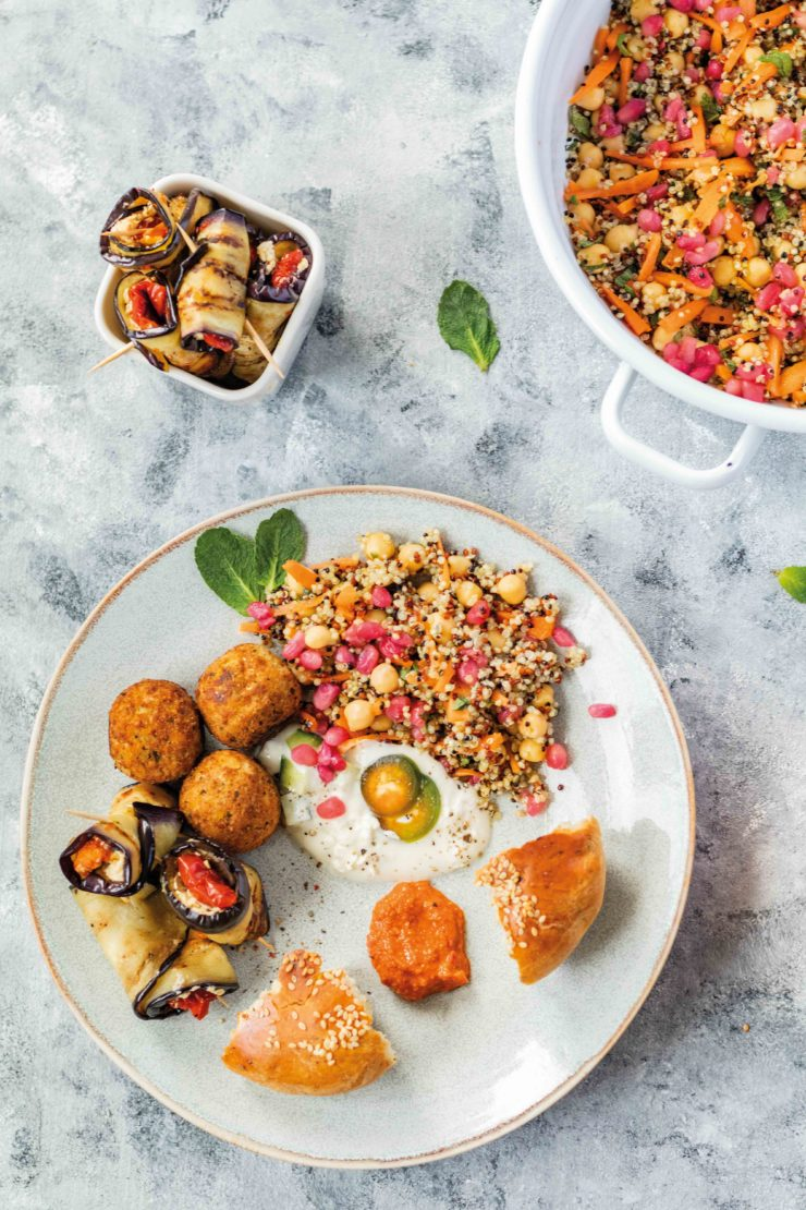 Orientalische Mezze mit gefüllten Auberginen und einem Quinoa Taboulé // Oriental Mezze with Eggplants and quinao Taboulé by http://babyrockmyday.com/mezze-mit-auberginen-und-taboule/