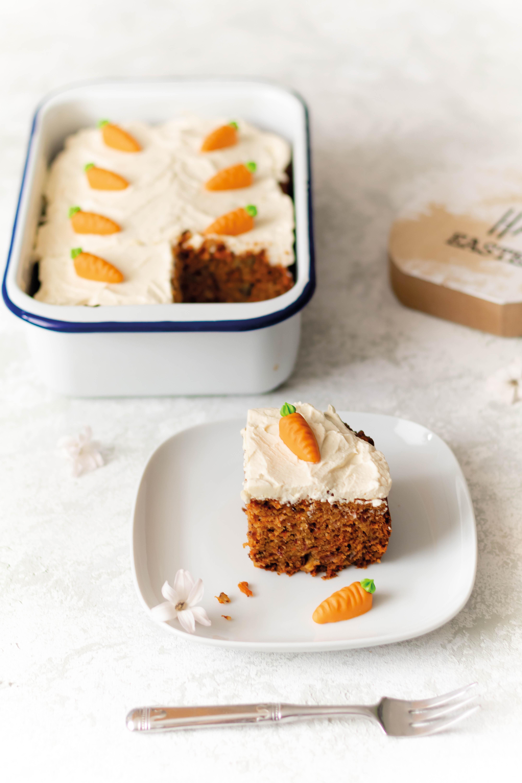 Karottenkuchen // Carrot Cake by https://babyrockmyday.com/karottenkuchen/