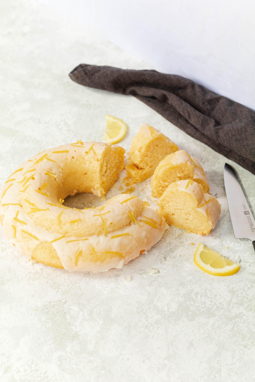 Tipps für Ostern: Zitronenkuchen / Lemon Cake by https://babyrockmyday.com/zitronenkuchen/