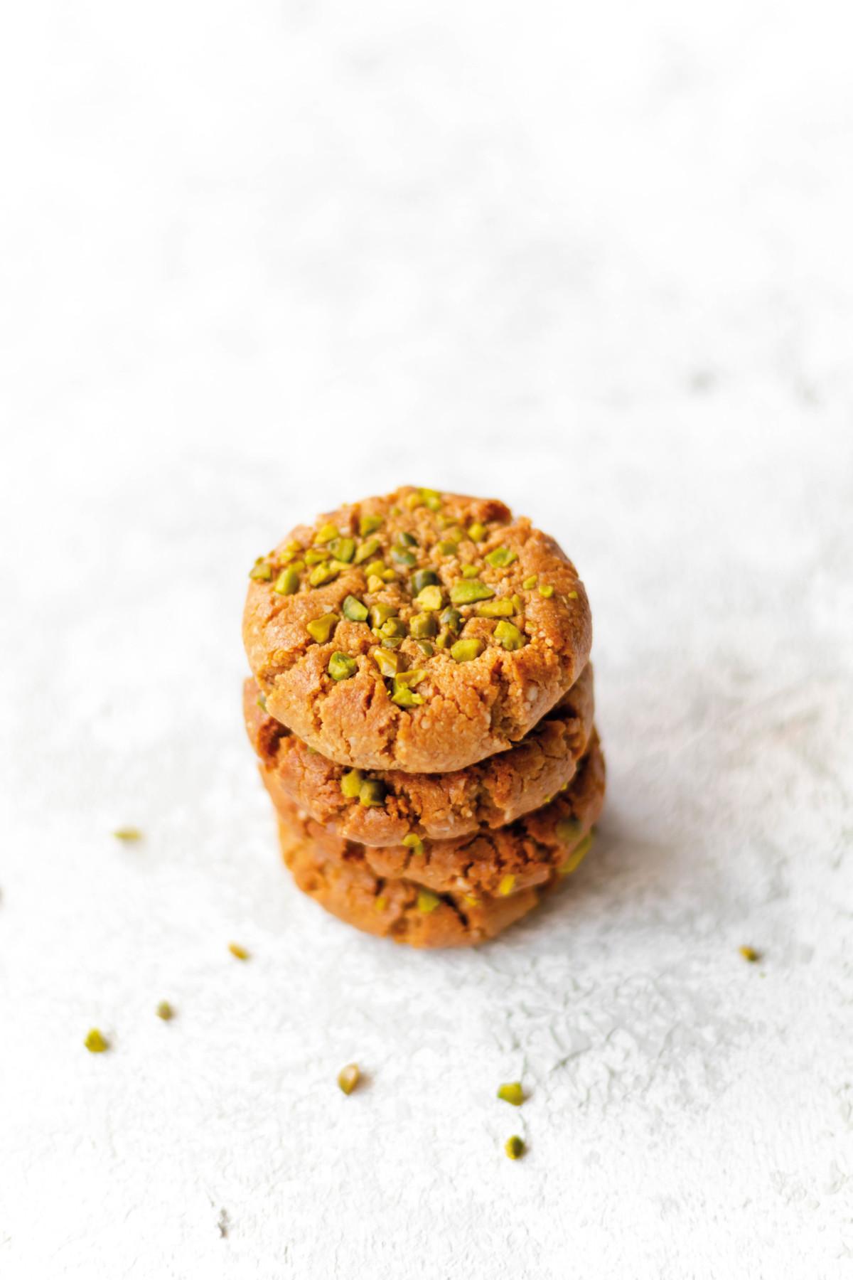 Sesam Cookies mit Pistazien // Sesame Cookies with pistachios by http://babyrockmyday.com/sesam-cookies/