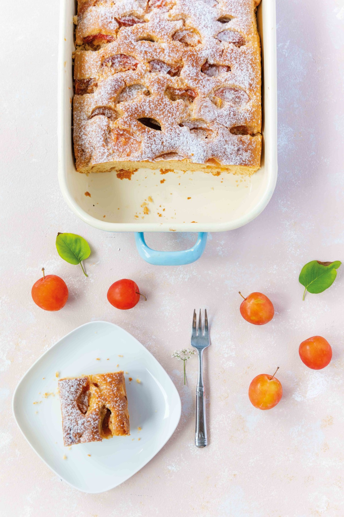Pflaumenkuchen mit Amarula // Plum Cake with Amarula by https://babyrockmyday.com/pflaumenkuchen-mit-amarula/