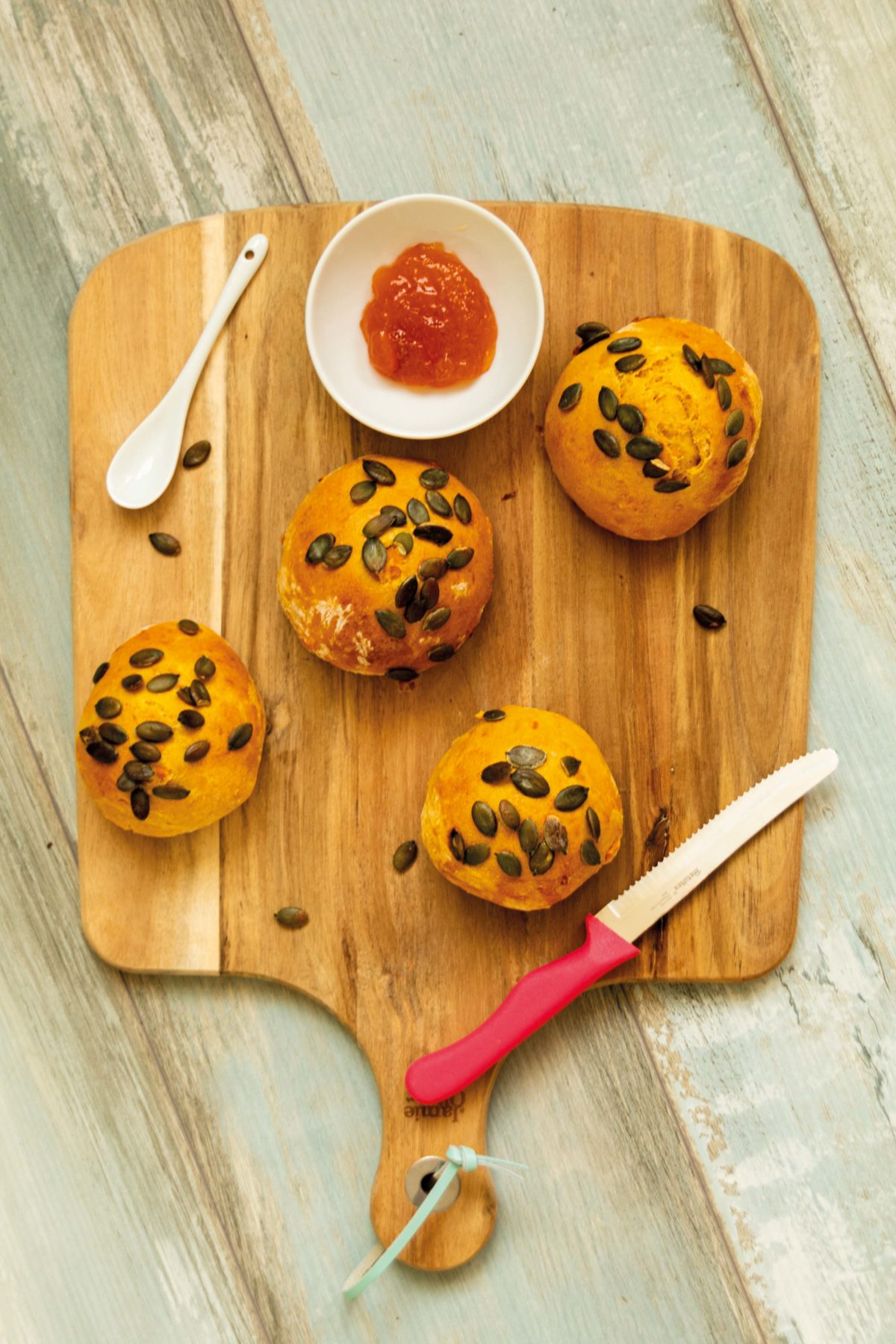 Kürbisbrötchen für das Herbst-Frühstück // Pumpkin Buns for Breakfast by https://babyrockmyday.com/kuerbisbroetchen