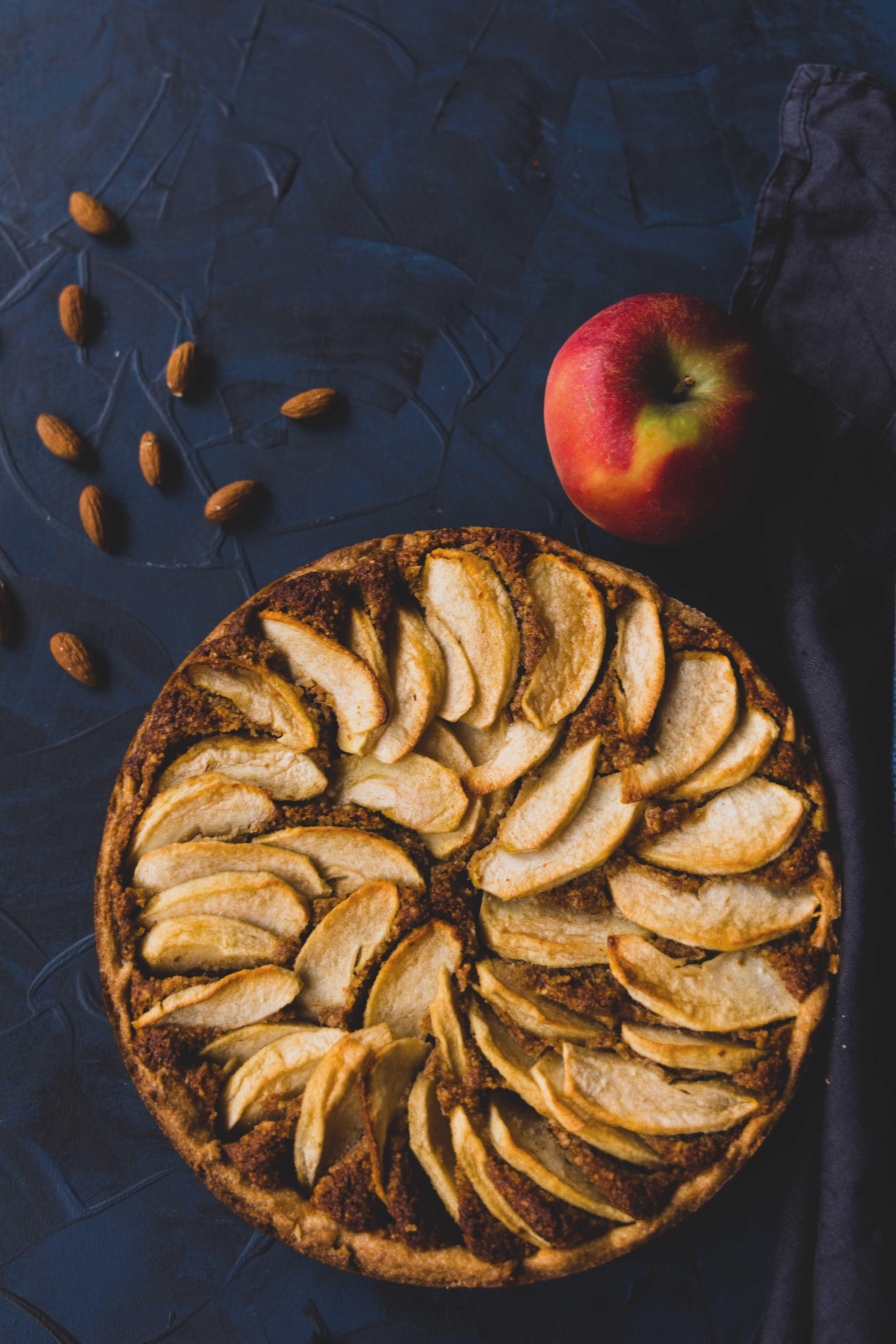 Apfel-Mandel-Kuchen mit Zimt // apple almond cake with cinnamon by https://babyrockmyday.com/apfel-mandel-kuchen/