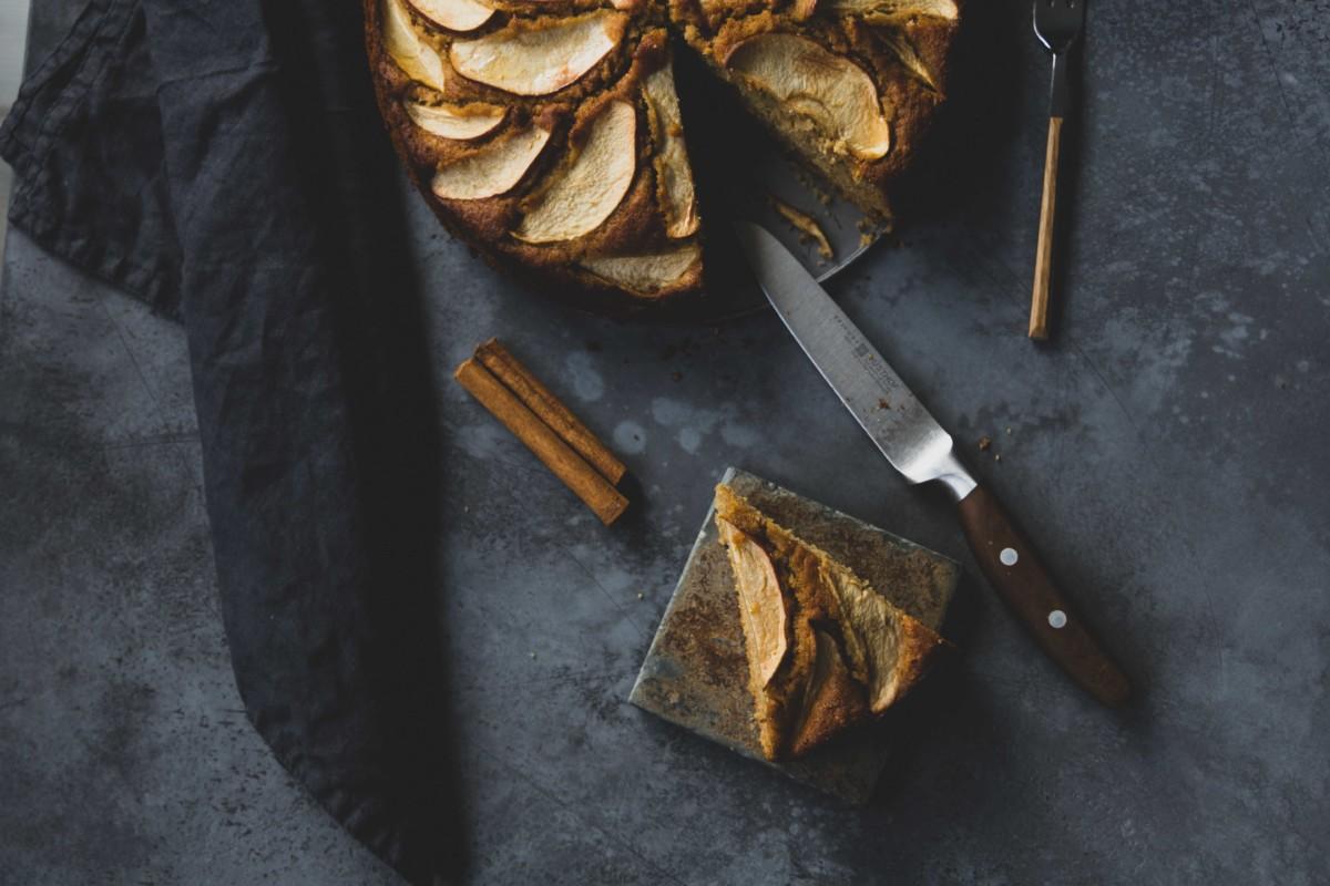 Apfel-Honig-Kuchen // Apple Honey Cake by https://babyrockmyday.com/apfel-honig-kuchen